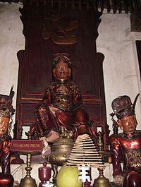 Tượng vua Quang Trung trong chùa Bộc
