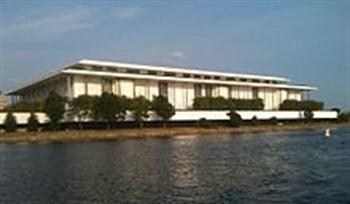 Hý viện Kennedy Center – hình chụp từ bờ sông Potomac (Hình Internet, posted by tunhan)