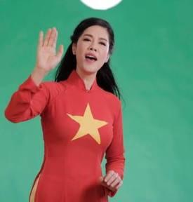 Thu Phuong cở đỏ