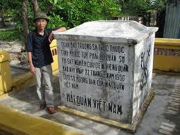 Sau ngày xâm lược miền Nam VN, 30-4-1975; Bắc cộng Hà Nội ngang nhiên đục bỏ phần 'tháp' phía trên để phá hủy Di tích Chủ quyền quần đảo Trường Sa thuộc Chính phủ VNCH.